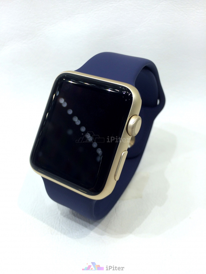 Фото Apple Watch Sport, 42 мм, Gold Aluminum Case with Midnight Blue Sport Band
